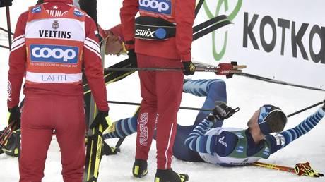 Alexander Bolshunov of Russia left tackled Joni Mäki of Finland in the finish area © Global Look Press / Jussi Nukari