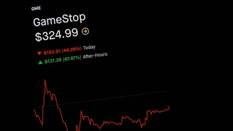 Trading information for GameStop is displayed on the Robinhood App in this photo illustration January 29, 2021. © REUTERS/Brendan McDermid/Illustration