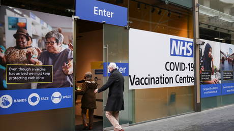 People enter a Covid-19 vaccination centre in London, Britain, January 29, 2021. © Henry Nicholls / Reuters