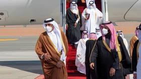 Qatar's ruler arrives in Saudi Arabia, as US defense partners take major step to reestablish relations (VIDEO)