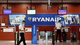 Ryanair va réduire la plupart, sinon la totalité, des vols à destination et en provenance du Royaume-Uni et de l'Irlande jusqu'à ce que «les restrictions de voyage draconiennes soient supprimées»