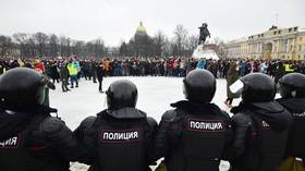 WATCH man knocking police officer to the ground amid Navalny protests in St. Petersburg