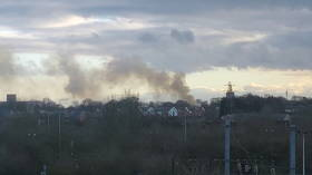 Eight fire brigades tackle blaze at former UK barracks housing 400 asylum seekers (VIDEOS)