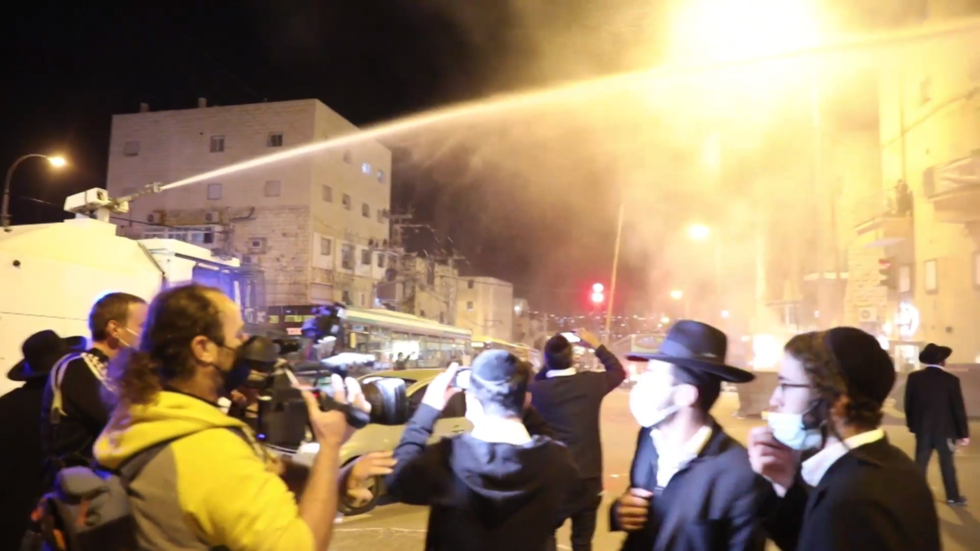 Police use water cannons to disperse mob as ultra-Orthodox Jews continue violent resistance to Covid rules in Jerusalem (VIDEO)