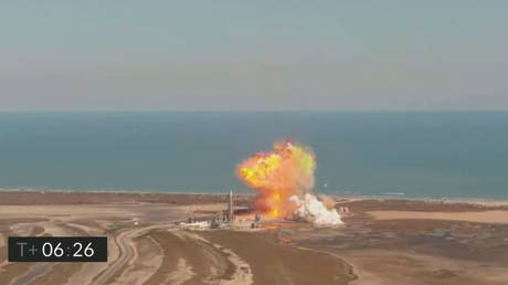 The SpaceX Starship SN9 prototype explodes after descending from a test flight in a still image from video in Boca Chica, Texas, US on February 2, 2021 © SpaceX/Social Media via REUTERS.