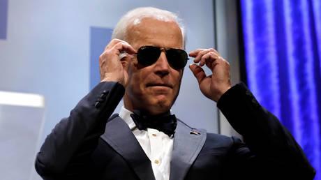 FILE PHOTO: Joe Biden wears sunglasses at the Human Rights Campaign (HRC) dinner in Washington, DC, September 15, 2018 © Reuters / Yuri Gripas