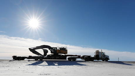 Heavy machinery is brought back to a camp used to build the Keystone XL crude oil pipeline in Oyen, Alberta, Canada, February 1, 2021 © Reuters/Todd Korol