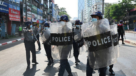 Riot police block a street as protesters gather for a rally against the military coup in Yangon, Myanmar, February 6, 2021. © Ye Aung Thu / AFP