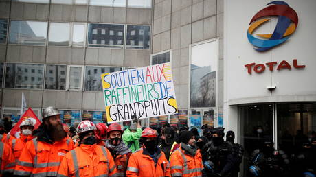 Striking workers from the Grandpuits refinery gather in front of the Total oil company's headquarters to protest against a conversion project of the site and job cuts, La Defense, Paris, France, February 9, 2021. © REUTERS/Benoit Tessier