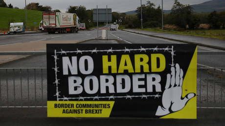 A lorry drives past a 'No Hard Border' poster near Londonderry, Northern Ireland (FILE PHOTO) © REUTERS/Phil Noble