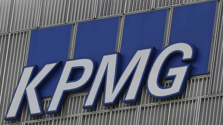 The KPMG logo is seen at their offices at Canary Wharf financial district in London,Britain, March 3, 2016.  © Reuters / Reinhard Krause