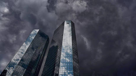 FILE PHOTO. 29 April 2020, Hessen, Frankfurt/Main: Dark clouds pass over the Deutsche Bank headquarters, while the cloudy sky is reflected in the façade. © Global Look Press / Arne Dedert / dpa