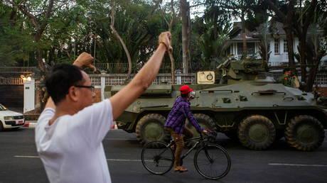 Le Royaume-Uni et le Canada sanctionnent les généraux birmans pour « violations des droits humains » alors que des centaines de manifestants arrêtés à la suite d'un coup d'État militaire