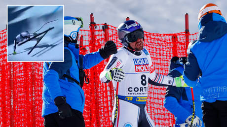 Maxence Muzaton almost crashed in a video captured at the ski World Championships © Twitter / Eurosport_UK | © Denis Balibouse / Reuters