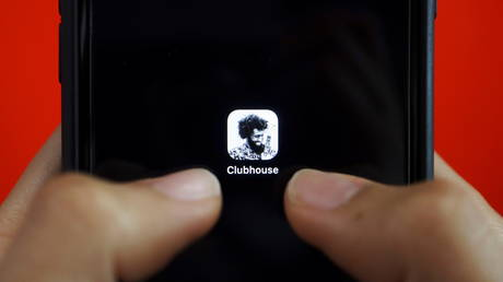 The social audio app Clubhouse is seen on a mobile phone in this illustration picture taken February 8, 2021.  © Reuters / Florence Lo/Illustration