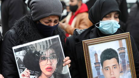 FILE PHOTO: Relatives of some of the Beirut Port explosion victims protest outside the Justice Palace in Beirut, Lebanon on February 19, 2021. © REUTERS/Mohamed Azakir