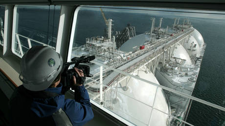 FILE PHOTO: An LNG tanker docked at the LNG plant on Sakhalin island © AFP / Natalia Kolesnikova