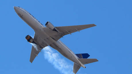 United Airlines flight UA328, carrying 231 passengers and 10 crew on board, returns to Denver International Airport with its starboard engine on fire after it called a Mayday alert, over Denver, Colorado, US on February 20, 2021 © Reuters