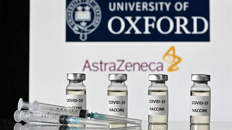An illustration picture shows Covid-19 Vaccine syringes, with the logo of the University of Oxford and AstraZeneca © Justin Tallis / AFP
