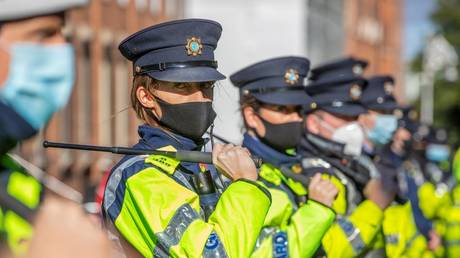 Police charge at anti-lockdown protesters in Dublin after man launches FIREWORK at officer's face (VIDEOS) RT News RSS Feed RT NEWS RSS FEED : PHOTO / CONTENTS  FROM  RT.COM #NEWS #EDUCRATSWEB