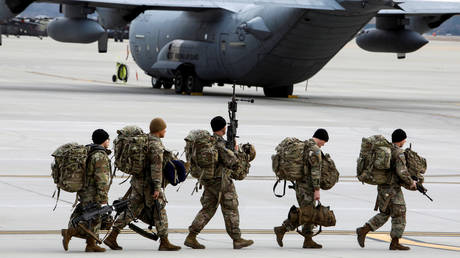 FILE PHOTO: Paratroopers from the U.S. Army's 82nd Airborne Division at Fort Bragg, North Carolina, U.S. January 23, 2020. © REUTERS/Jonathan Drake