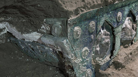 Ancient Roman 'Lamborghini' chariot discovered at Pompeii in immaculate condition (PHOTOS) RT News RSS Feed RT NEWS RSS FEED : PHOTO / CONTENTS  FROM  RT.COM #NEWS #EDUCRATSWEB