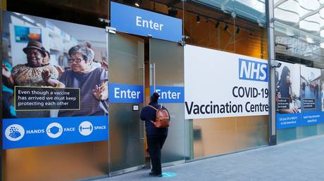 Members of the public queue to enter a new coronavirus mass vaccination centre at Stratford shopping centre in east London on January 25, 2021. © AFP /  Hollie Adams