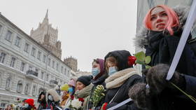 Female supporters of Russian activist Navalny gather in central Moscow to form Valentine's Day 'solidarity chain'  (PHOTO, VIDEO)