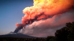 Sicily's Mount Etna ejects lava & massive ash column in another stunning eruption (PHOTOS, VIDEOS)