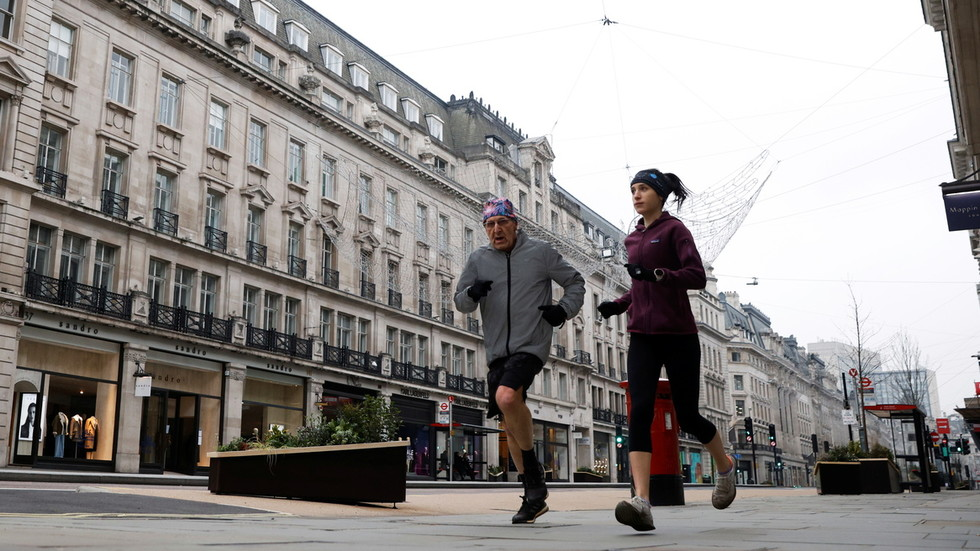 Piers Morgan calls for joggers on high streets to be BANNED as he hosts panel on masking-up exercisers
