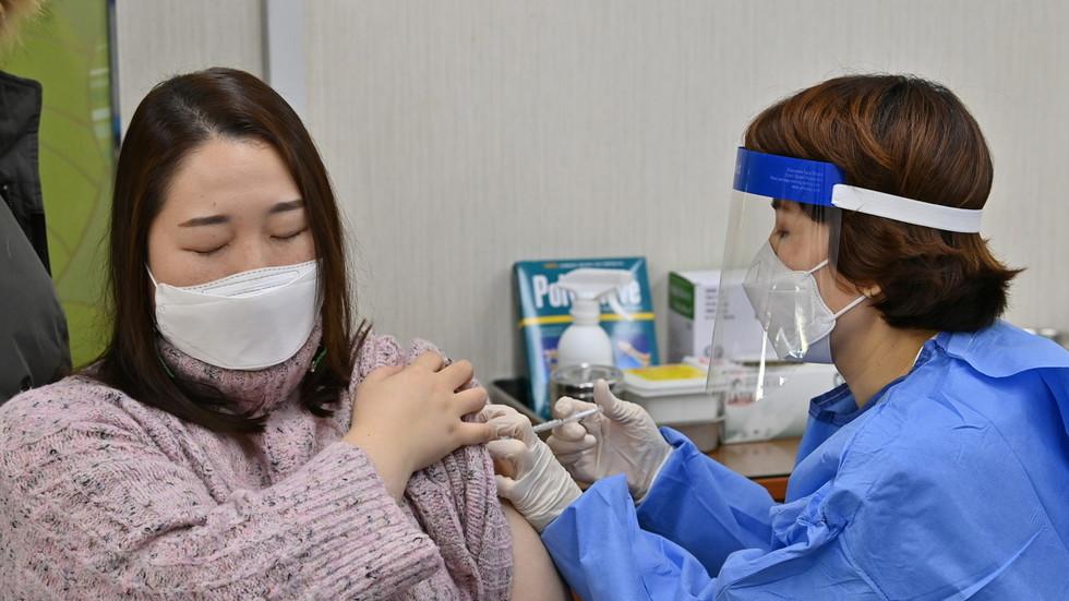 Todesfälle steigen: Südkoreanische Regierung untersucht jetzt 7 Todesfälle die nach der Covid-19-Impfung von AstraZeneca in Zusammenhang stehen könnten