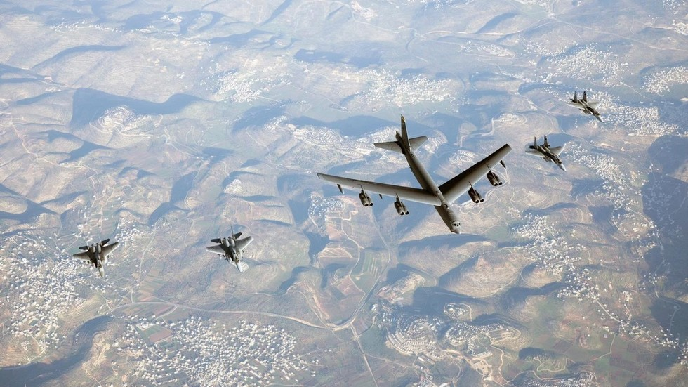 WATCH: Israeli jets escort American B-52 bombers in obvious 'present of power' to Iran