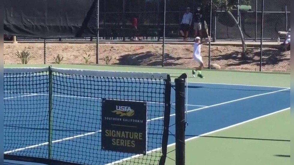 'King of forehands': Tennis world goes wild over 12yo sensation who doesn't need backhand (VIDEO)