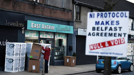 A sign is seen featuring a message against the Brexit border checks in relation to the Northern Ireland protocol in the town centre of Larne, Northern Ireland. (FILE PHOTO) © REUTERS/Clodagh Kilcoyne