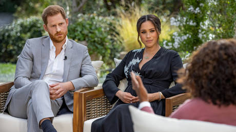 FILE PHOTO: Britain's Prince Harry and Meghan, Duchess of Sussex, are interviewed by Oprah Winfrey in this undated handout photo.  © Reuters / Harpo Productions/ Joe Pugliese