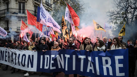 Protesters walk in the street during a demonstration against islamism organised by the far right group Generation Identitaire (GI) in Paris on November 17, 2019.© AFP / Philippe LOPEZ