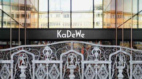 Berlin's famous KaDeWe shopping center on the Kurfuerstendamm boulevard is closed during the spread of coronavirus disease (COVID-19) in Berlin, Germany, March 18, 2020. © Reuters / Fabrizio Bensch
