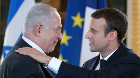 French President Emmanuel Macron and Israeli Prime Minister Benjamin Netanyahu react after making a joint declaration at the Elysee Palace in Paris, France, (FILE PHOTO) © REUTERS/Stephane Mahe