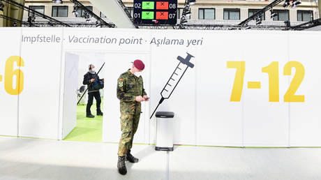 A soldier of the German armed forces Bundeswehr stands inside a new vaccination centre at the former Tempelhof airport before its opening, in Berlin, Germany, (FILE PHOTO) © Tobias Schwarz/Pool via REUTERS