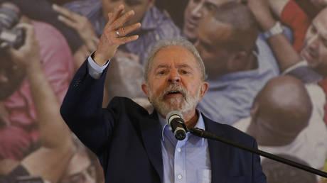 Brazilian former president (2003-2011) Luiz Inacio Lula da Silva, delivers a press conference at the metalworkers' union building in Sao Bernardo do Campo, in metropolitan Sao Paulo, Brazil, on March 10, 2021 © AFP / Miguel SCHINCARIOL