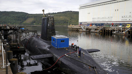 A nuclear submarine is seen at the Royal Navy's submarine base at Faslane, which holds the UK's Trident missile deterrent system (FILE PHOTO) © REUTERS/Russell Cheyne