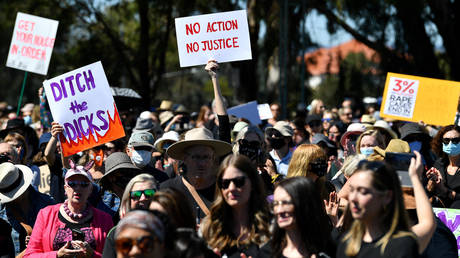 Protesters attend a rally against sexual violence and gender inequality in Australia's capital city Canberra on March 15, 2021.© AFP / Saeed KHAN