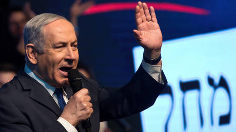 Israeli Prime Minister Benjamin Netanyahu speaks to his supporters as he campaigns at a Likud party rally ahead of the upcoming election, in Ramat Gan, Israel February 29, 2020. © Reuters / Nir Elias