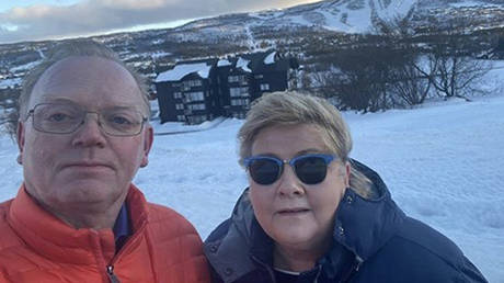 Sindre Fines and Erna Solberg are to be questioned by Norwegian police over an illegal gathering at a ski resort. Erna Solberg