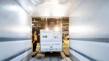 FedEx employees load a shipment from Europe of the Moderna vaccine against the coronavirus disease (COVID-19) into a refrigerated delivery truck at Toronto Pearson Airport in Mississauga, Ontario, Canada March 24, 2021. REUTERS/Carlos Osorio