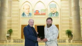 After FBI puts $250k reward on head of 'Putin's chef' Prigozhin, Chechen boss Kadyrov posts photo with him & asks for ransom money