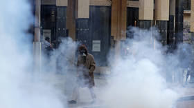 Riot police fire tear gas at protesters as Lebanon's currency falls to new record low (PHOTOS)