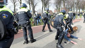 Police dogs & water cannons: Anti-lockdown protest meets heavy police response in The Hague (VIDEOS)