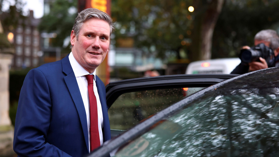 'Get out of my pub!': Labour leader Keir Starmer THROWN OUT by landlord for supporting lockdowns (VIDEOS)