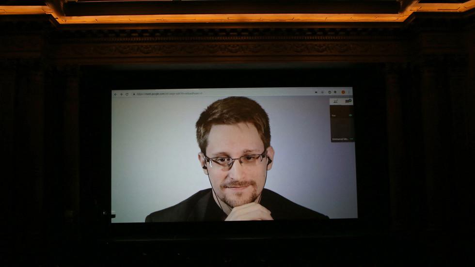 Edward Snowden bricht eine Elite-Veranstaltung abrupt ab und empfiehlt dem Publikum dem Veranstalter kein Geld zu zahlen